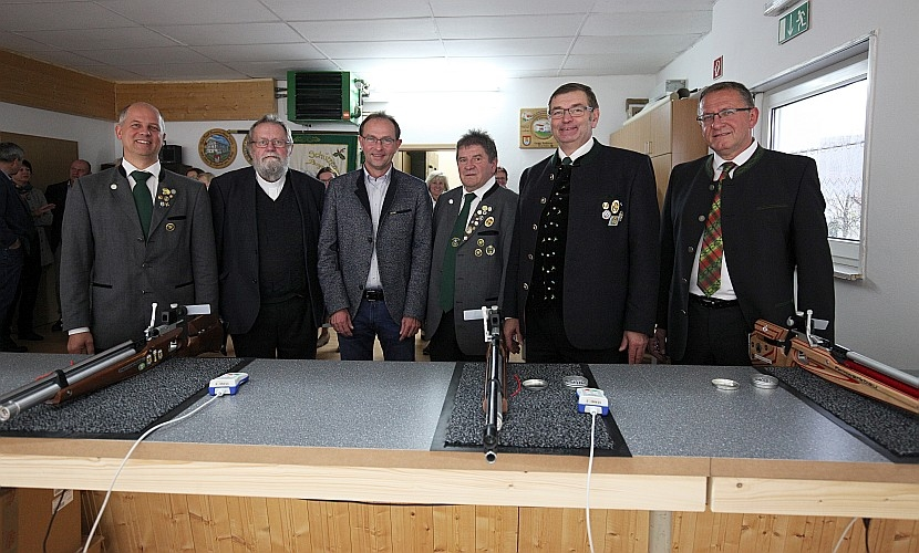 Standeinweihung des SV Burgsteinfelsen Dollnstein am 05.11.2017 in Dollnstein. Foto: Daniel Worsch