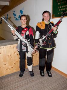 links Wenninger Melanie ( Luftgewehr 3-Stellung 3. Platz mit der Mannschaft ) rechts Nieberle Andrea ( Luftgewehr stehend 1. Platz mit der Mannschaft )